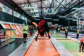 Com play jump para bebês, trampolins gigantes e picadeiro, JUMPARK em  Jundiaí é atração de férias para todas as idades 632fb6b38c