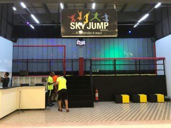 """""""Sky Jump Brasil"""" leva trampolim gigante para crianças e adolescentes ao  Shopping Pateo Itaquá 584a7431d6"""