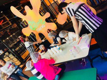"""66b646723 São Paulo para crianças - Pra colocar a mão na """"massa""""! Oficinas de slime  acontecem no Jump Mania, do Shopping Aricanduva"""